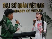 Vietnamese children perform in New Zealand