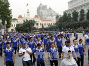 Over 5,000 people walk to cheer national team to SEA Games 29