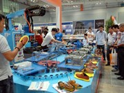 Experts: Vietnam footwear firms need to step forward