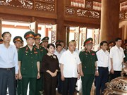 PM offers incense to late President in Hanoi's outlying district