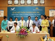 Vietnam Airlines, Vietnam Post sign cooperation deal