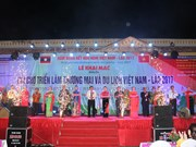 Vietnam-Laos trade, tourism fair opens in Son La