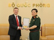 Defence Minister Ngo Xuan Lich receives French ambassador