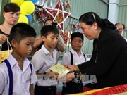 NA leader presents mid-autumn fest gifts to Ben Tre children