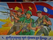 Cambodia presents literature, art works to Vietnam