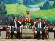 Top Lao leaders welcome Hanoi's high-ranking delegation