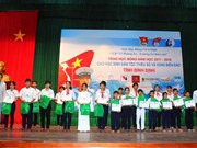 Scholarships presented to students in Binh Dinh