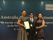 Blind teacher wins top scholarship for social work