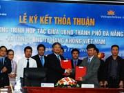 Da Nang, Vietnam Airlines shake hands in tourism, trade promotion