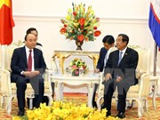 PM affirms policy on strengthening ties with Cambodia