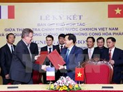 Vietnam, France shake hands in combating corruption