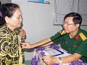 Poor people in Soc Trang get free medical checkups