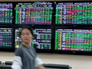 Finance stocks push the VN-Index upwards