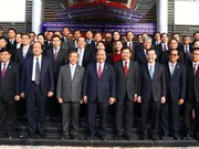Vietnamese, Lao PMs attend training centre's inaugural ceremony