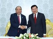 Vietnamese, Lao PMs visit Star Telecom