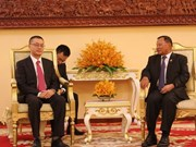 Vietnam National Assembly presents gift to Cambodian Senate