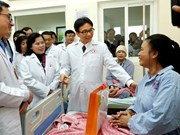 Deputy PM presents gifts to cancer patients, staff in Hospital K