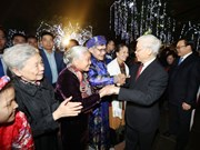 Party chief welcomes New Year with Hanoi's residents
