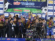 Quang Nam team takes National Super Cup trophy