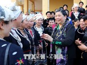 NA leader presents gifts to poor people in Tuyen Quang