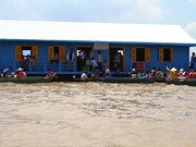 Floating school built for overseas Vietnamese pupils in Cambodia