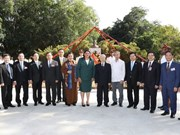 Party chief lays flowers at President Ho Chi Minh Monument in Cuba