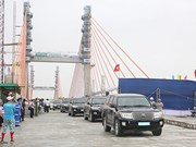 Final sections of Bach Dang bridge joined