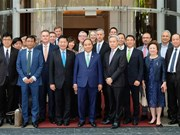 PM joins round-table discussion with international firms