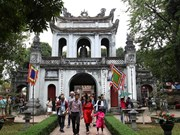 Tourists crowd Hanoi's places of interest during four-day holiday