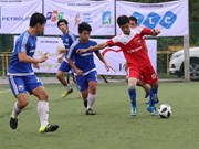 Vietnamese football champ kicks off in Singapore