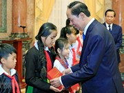 President commends disadvantaged kids with high academic results