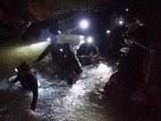 Thailand: Rescuers striving to find missing youths before rain returns