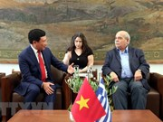 Deputy PM Pham Binh Minh meets Greece's parliamentary leaders