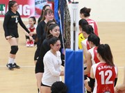 US female junior volleyball players play in Vietnam