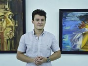 Romanian painter showcases experiences in Vietnam
