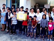 Da Nang Fatherland Front assists poor people
