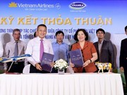 Vietnam Airlines, Vinamilk shake hands to provide 4-star service