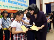 Vice President visits revolution contributors, students in Quang Nam