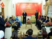 President Tran Dai Quang visits Vietnamese embassy in Egypt