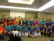 Vietnamese diplomats wish footballers the best ahead semifinals