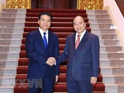 PM Nguyen Xuan Phuc hosts head of Lao Government Office