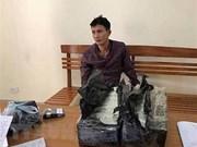 Two men caught red-handed smuggling 30 heroin bricks
