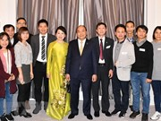 PM meets with Vietnamese expats in Denmark