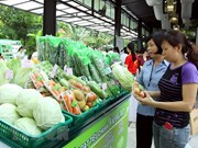 Nearly 80 percent of fruit stores in Hanoi meet safety standards
