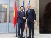 Vietnamese Deputy PM Trinh Dinh Dung visits France