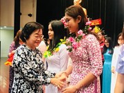 HCM City presents scholarships to over 500 students