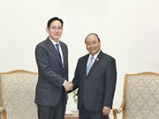 PM asks Samsung to turn Vietnam into its biggest hub