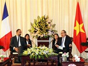 HCM City Party Secretary welcomes French Prime Minister