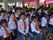 Vietnamese-Cambodian children in Phnom Penh start new school year
