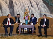 PM invites Shanghai firms to do long-term business in Vietnam